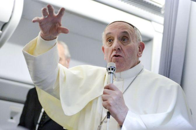 Il Papa ieri, sul volo di ritorno: Kasper e la crisi mondiale della famiglia.