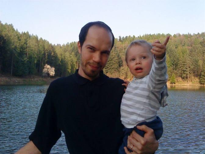 Aiutiamo Erik a tornare da suo padre. Perché anche di quello ce n'è uno solo!