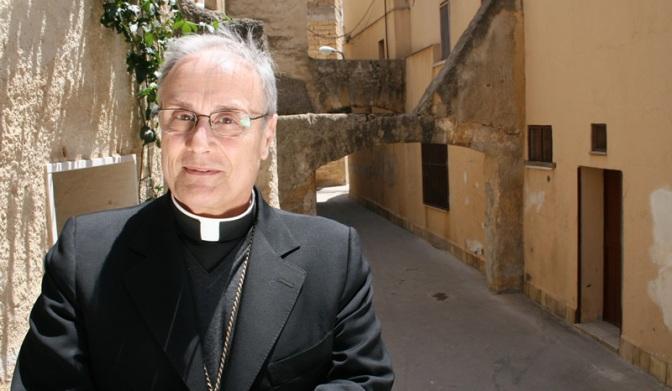 """Mons Mogavero: """"Unioni civili fra gay? Nessun ostacolo""""."""