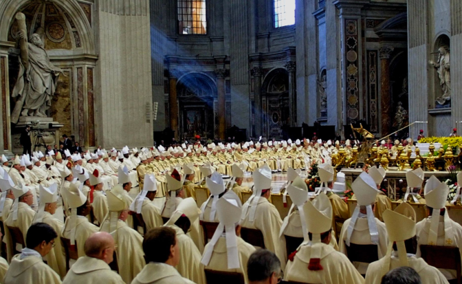 """Unioni gay e divorziati, bufera sulla """"linea Bergoglio"""": metà sinodo in disaccordo."""