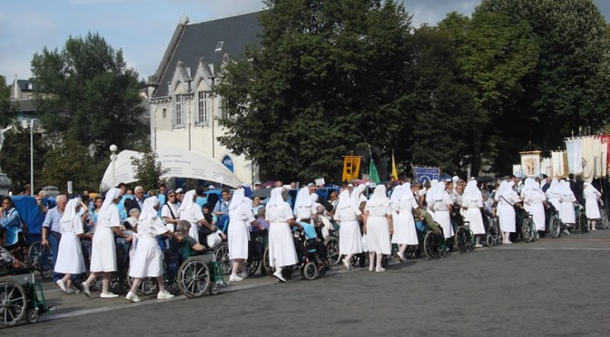 Il miracolo di Suor Marie de la Présentation comincia sul treno verso Lourdes