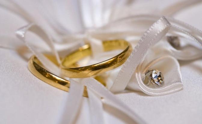 Il Papa sulle nullità matrimoniali  «Snellire procedure e non fare affari».
